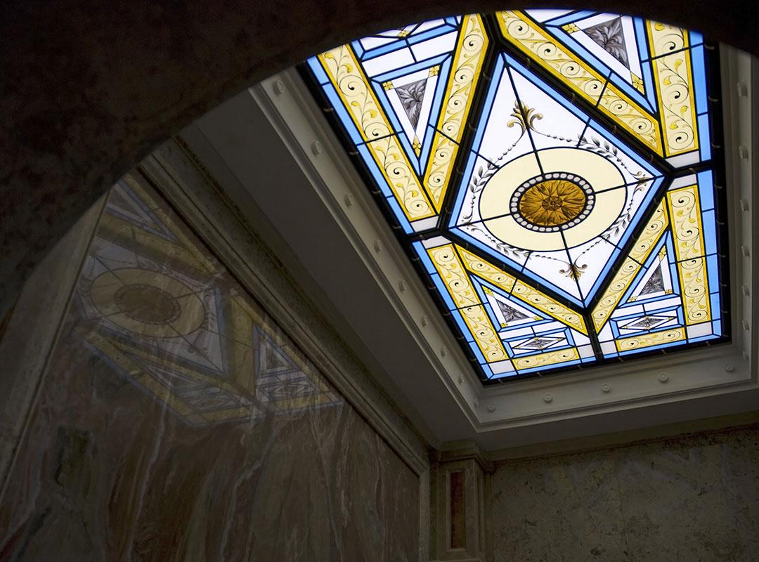 Plafond en vitraux peint à la grisaille - Qatar