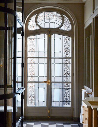vitraux-classique-fenetre-bain-pregermain